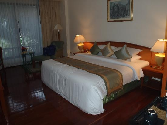 Sofitel Angkor Phokeethra Golf and Spa Resort: Our room