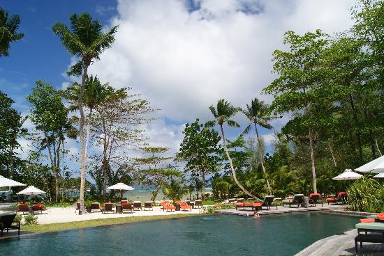 Constance Ephelia : Les piscines sont faites dans le granit des îles