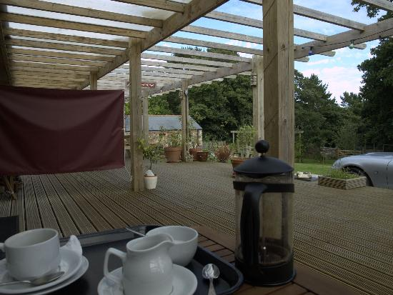 Rowan Barn: Complimentary arrival coffee on the deck.