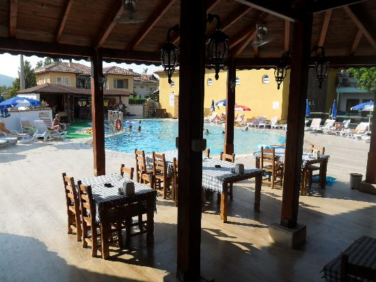Sahin, Apartments: Restaurant and main pool with bar