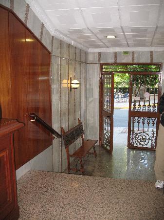 Royal Hotel Ronda: Front entrance and lobby of Royal Hotel, Ronda Spain