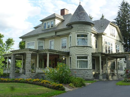 Cornerstone Victorian Bed & Breakfast : STUNNING INN