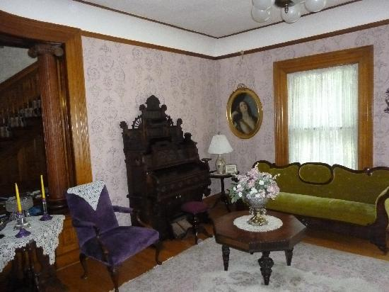Cornerstone Victorian Bed & Breakfast : more antiques