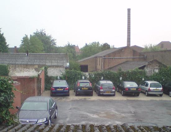 Flanders Hotel: Car Park