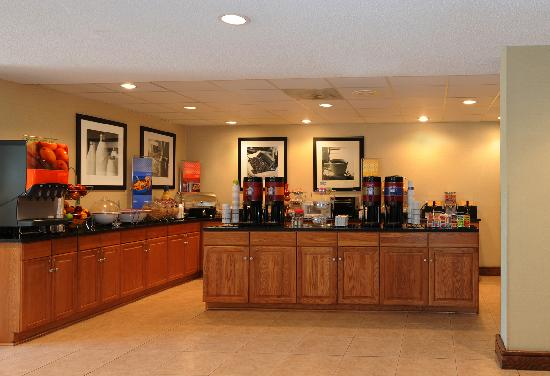 Hampton Inn Atlanta Southlake: Morrow GA Hotel Breakfast Area
