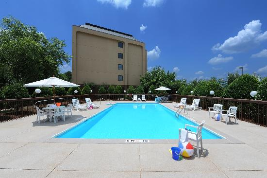 Hampton Inn Atlanta Southlake: Outdoor Swimming Pool