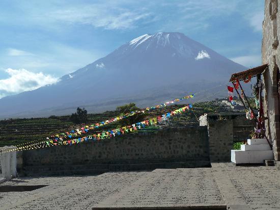 Chiguata, Перу: Otra vista al Misti desde la iglesia