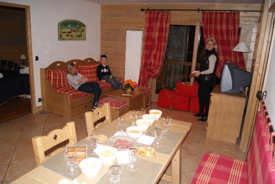 Résidence CGH Les Fermes de Sainte Foy : Salle à manger / Salon