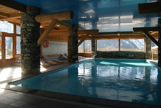 Residence CGH Les Fermes de Sainte Foy: Piscine avec vue imprenable