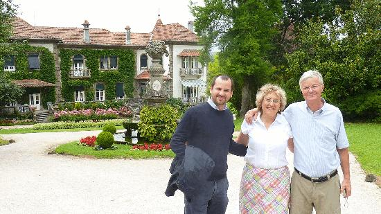 Quinta da Aveleda: With Pedro in front of estate home