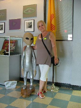 فيرفيلد إن آند سويتس باي ماريوت روزويل: Little alien