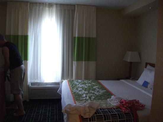 فيرفيلد إن آند سويتس باي ماريوت روزويل: nice, clean suite