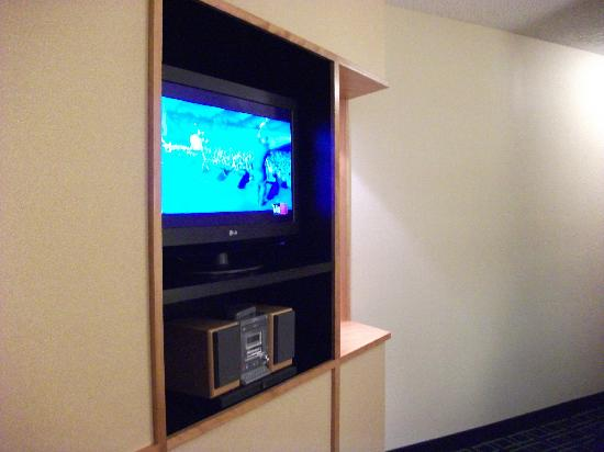 Fairfield Inn & Suites Roswell: Two tv's because it's a suit4e
