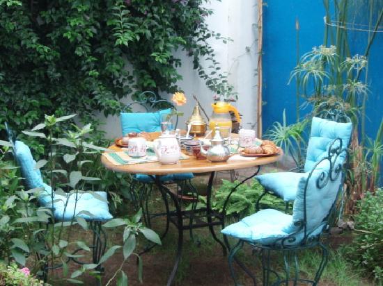 Dar Byeda: Petit déjeuner dans le jardin