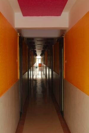 Hotel Saikrupa Shirdi : Passage on 1st floor