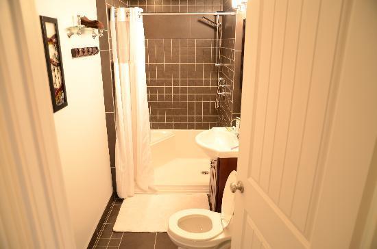 The White Brick Inn: The bathroom