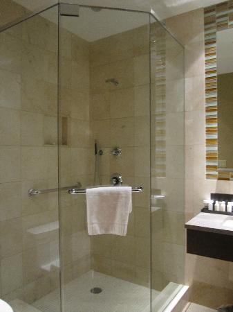 The Pearl Hotel: nice shower!