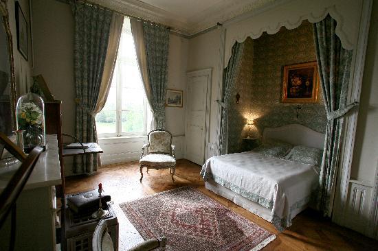Chateau de beaujeu hotel sens beaujeu voir les tarifs for Chambre chateau