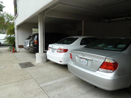 Casa Del Mar: parking
