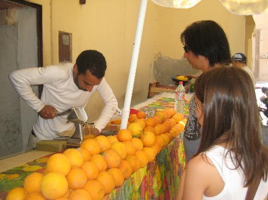 Riad Felloussia: Fresh squeezed OJ inside medina