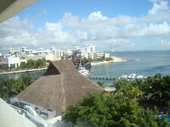 Oasis Palm: Sin balcon, ni terraza, hermosa vista pero en ventana cerrada