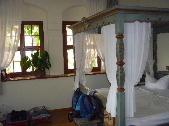 Schloss Schänke Hotel: das Eckzimmer im ersten Stock