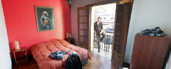 Aji Hostel: Double room with balcony