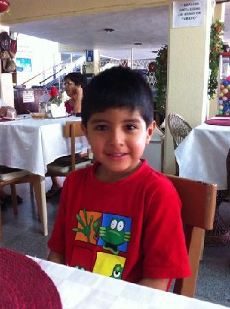 Hotel Los Reyes: Un rico desayuno en compañía de la familia