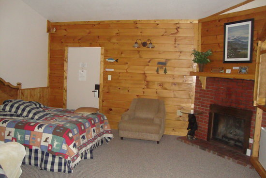 Smoky Falls Lodge: bed area