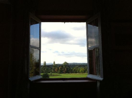 Chateau de Longsard : vue d'une des chambres