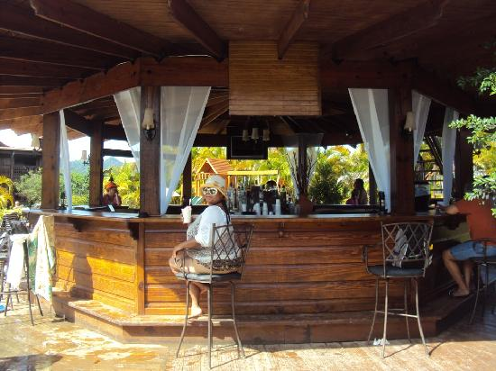 San Sebastian, Puerto Rico: Bar & grill