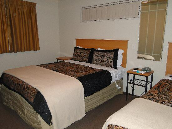 Lorenzo Motor Lodge: Spacious Bedroom