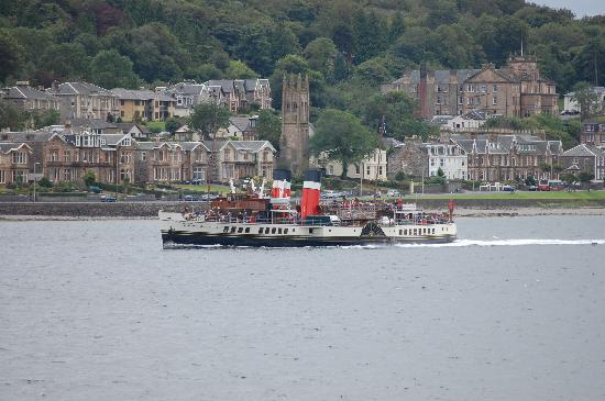 The Bayview Hotel: Waverley passes hotel. Bus parked outside hotel