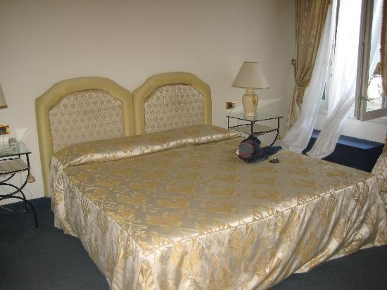 Hotel 4 Stagioni: Comfy double bed