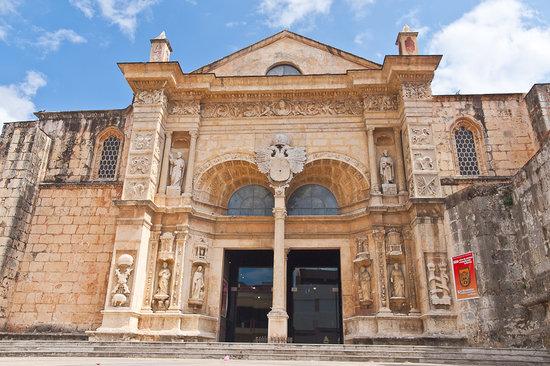 Cathédrale Notre-Dame de l'Incarnation : Front