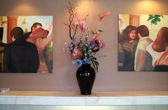 Palos Verdes Inn: lobby entry