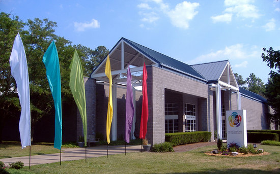Peninsula Fine Arts Center: Pfac is located in beautiful Mariners' Museum Park.
