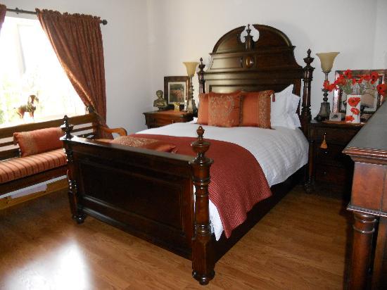 Ella's Bed and Breakfast: Bedroom