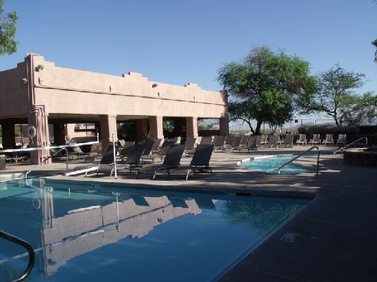 Mira Vista Resort : Water Volleyball pool, conversation pool, covered patio