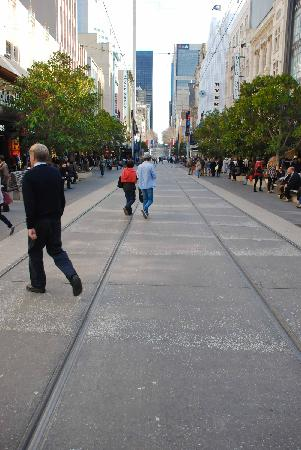 Melbourne Central: Busy people coming and going