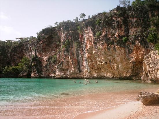The Valley, Anguilla: Another shot of Little Bay