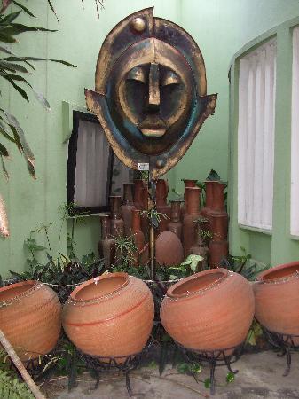 African Garden Lodge: It's like an outdoor art gallery