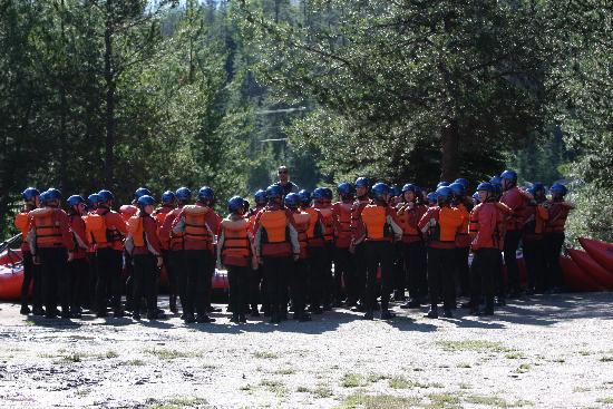 Alpine Rafting : Safety Meeting