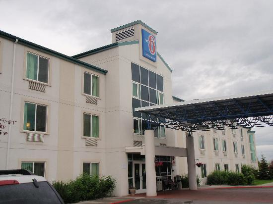 Motel 6 Anchorage Midtown: So you'll know it when you arrive...