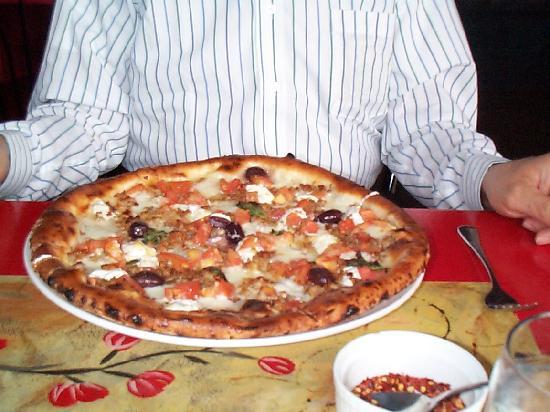 Za'Za' Restaurant: Pizza del Presidente for 18 $