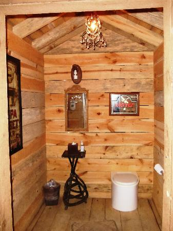 The Lodge at Buckberry Creek: Outhouses with Chadeliers --- CLASSY!