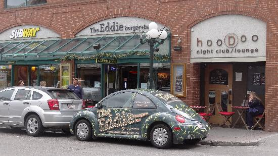 Eddie Burger & Bar : Across the street from Coyotes Grill