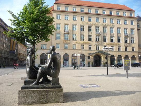 Steigenberger Grandhotel Handelshof: Front