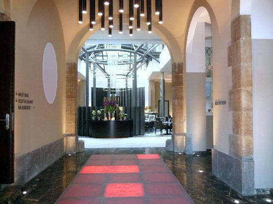 Steigenberger Grandhotel Handelshof: Entrance