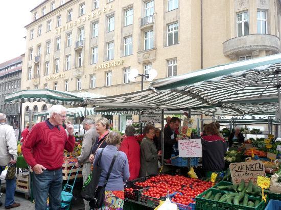Steigenberger Grandhotel Handelshof: Hotel & Friday market